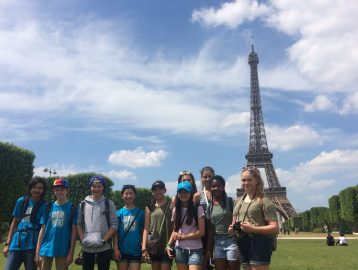 students pose in front of the Eiffel tower